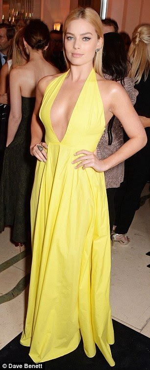 beautiful Margot Robbie sex appeal in plunging yellow dress photo 1