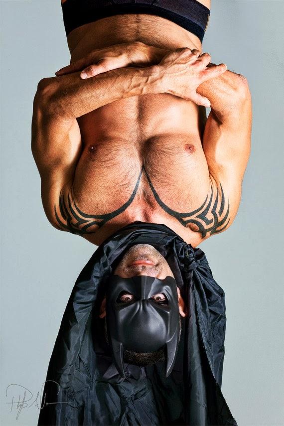 cosplay batman torse nu tête en bas philpp bonneau