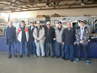 Grup d'aeromodelistes que va muntar l'exposició.