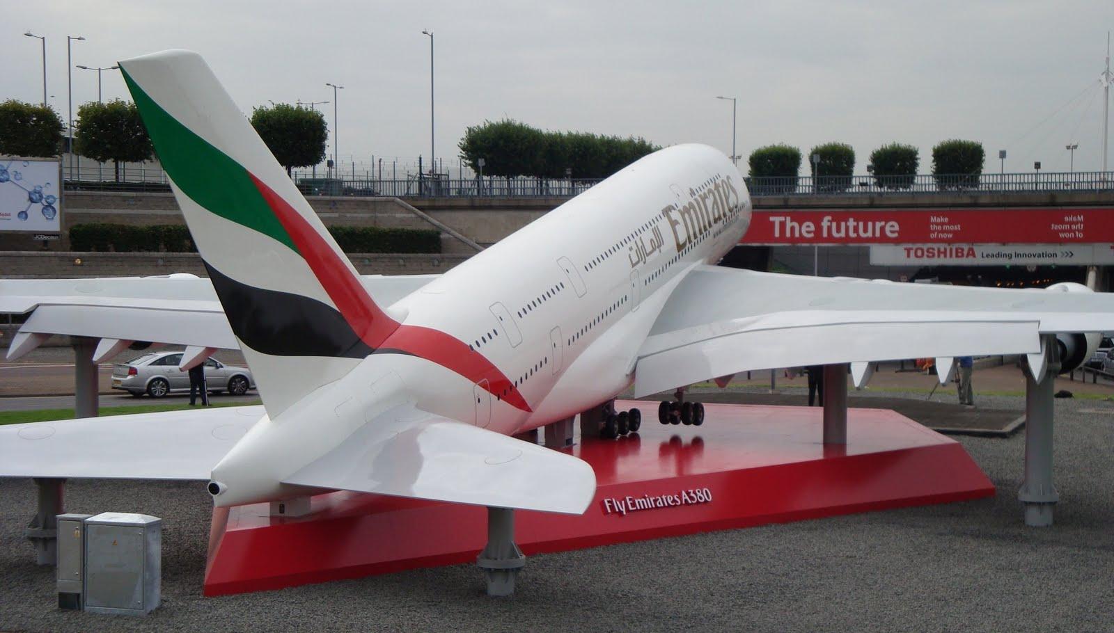 http://4.bp.blogspot.com/-8UlL4UL6csU/TdNOCWm8JyI/AAAAAAAAFVc/NVPdsBbB4sM/s1600/a380_emirates_tiny.jpg