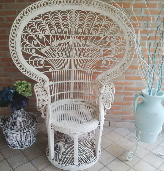 sedia vintage recuperata all white