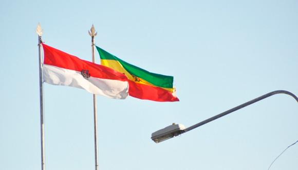 En Setar izan la bandera nacional al revés