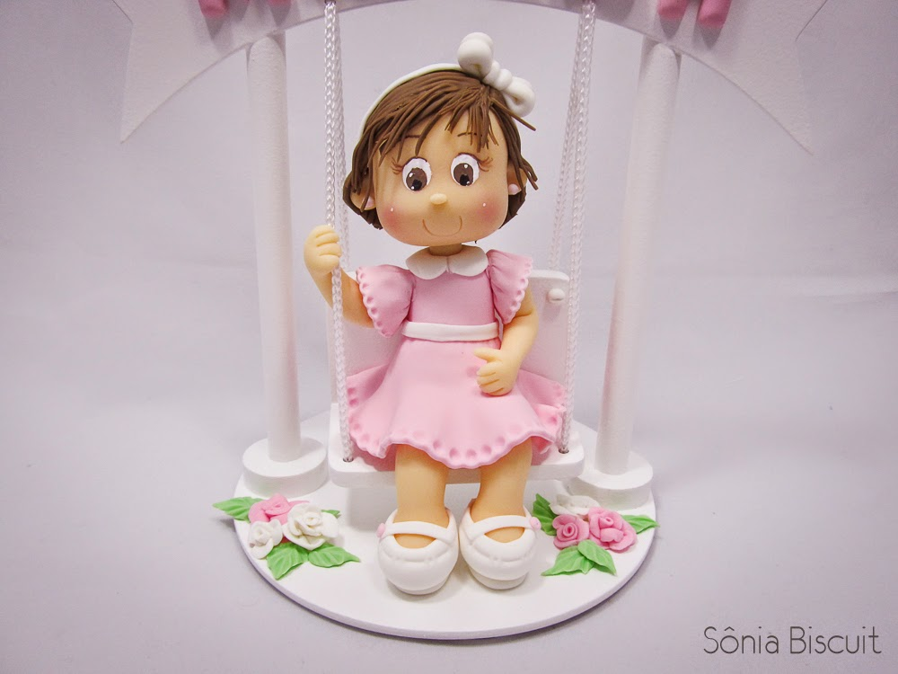 Topo de Bolo menininha biscuit um aninho balanço balancinho