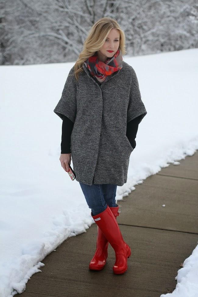 red rain boots, bindya scarf, hunter boots, short sleeve coat