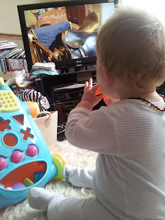 baby watching TV, justin fletcher, cbeebies