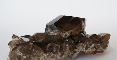 gwindel sur gangue de quartz de très belle qualité. Un minéral originaire  du Mont-Blanc.