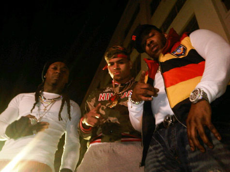 Foto do Lil Wayne, Chris Brown & Busta Rhymes na gravação do clipe Look At Me Now