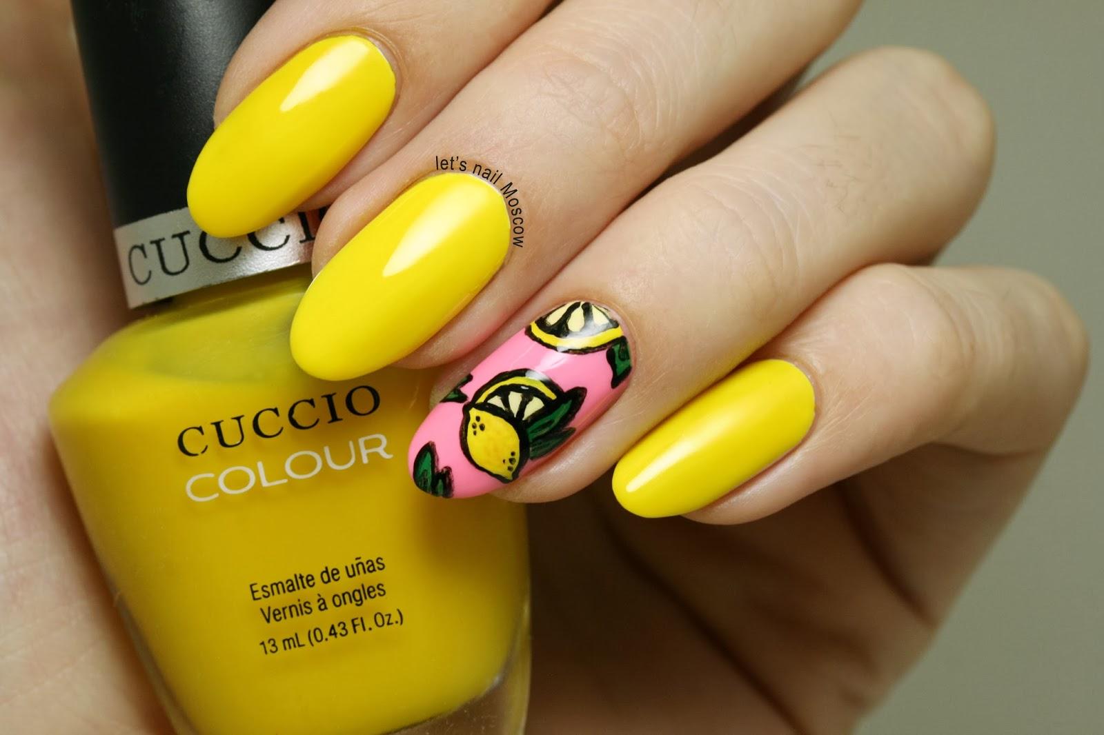 Маникюр с жёлтыми цветочками