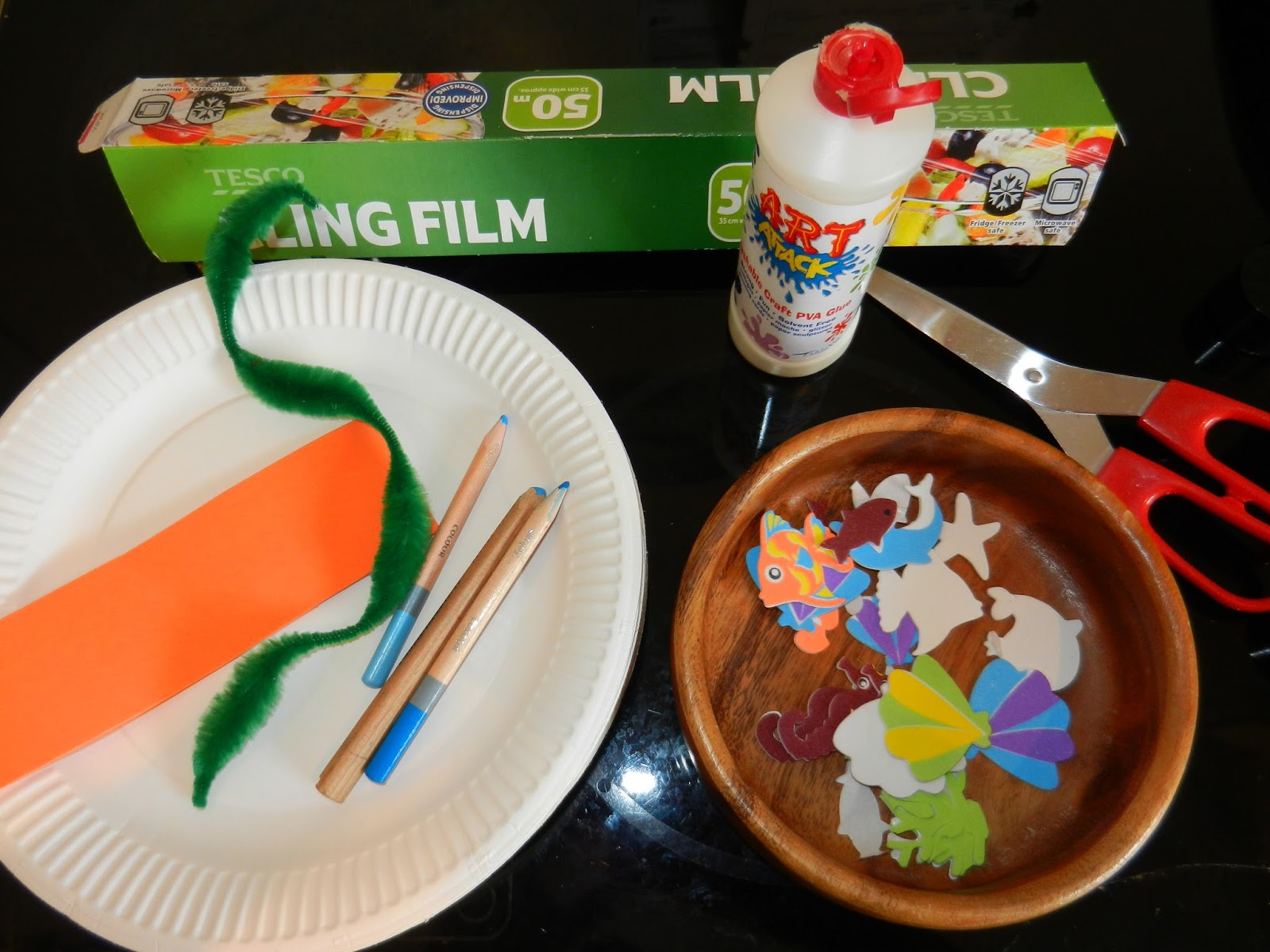 A PAPER PLATE FISH TANK & HOW TO MAKE