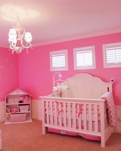 Décoration chambre bébé fille rose