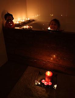 baño a la luz de las velas