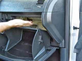 Letak saringan udara (cabin filter)