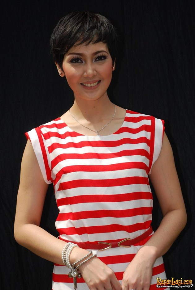 Fenita Arie Trans 7 presenter at Sport 7 Malam