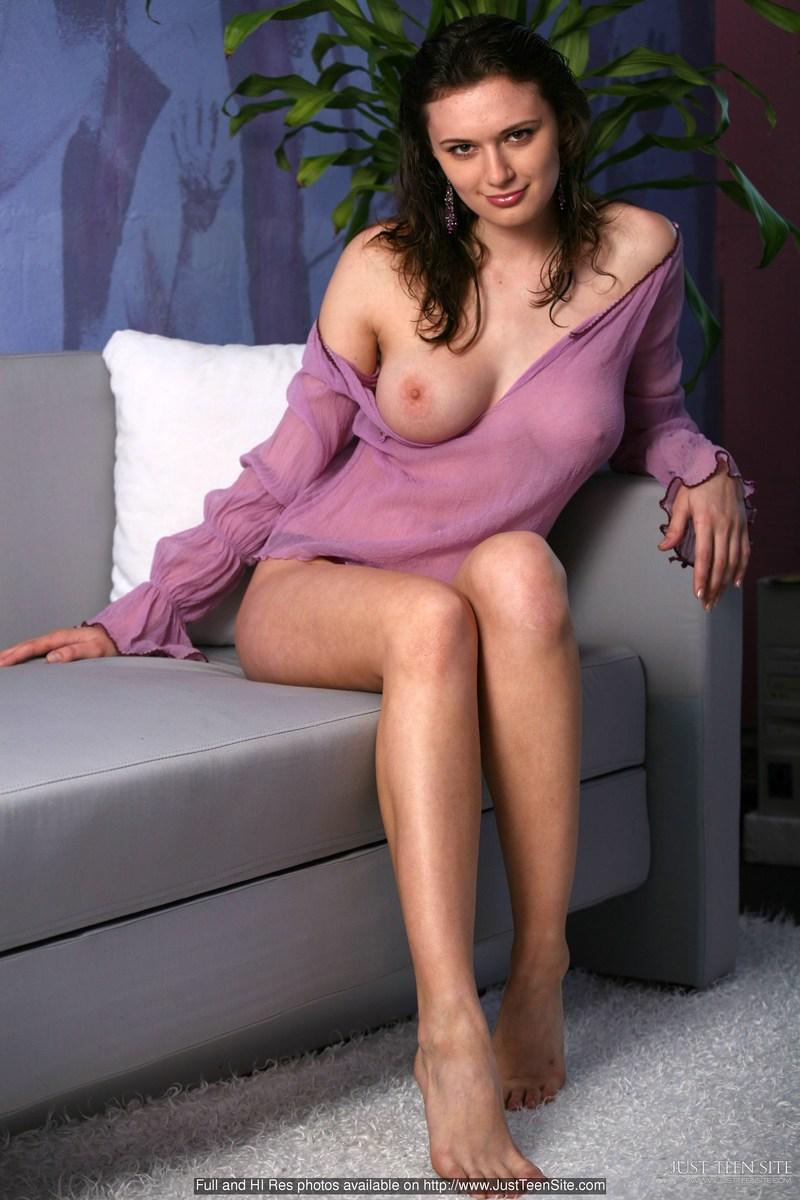 Guapa Mujer Desnuda Con Una Mirada Picara Que Pera Atrae Ecita Y