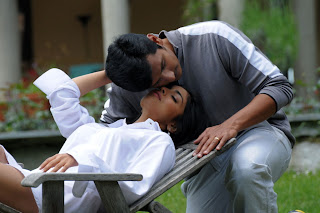 Shriya Saran spicy romance stills with Jeeva in movie Roudram
