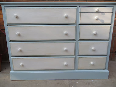 DIY Cómoda celeste/Light blue chest of drawers