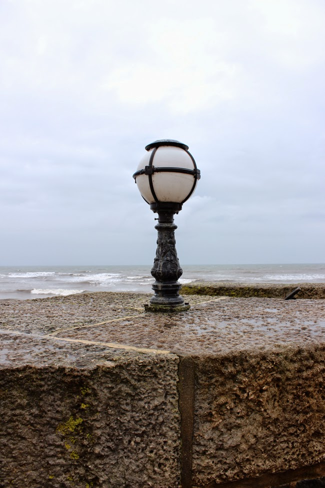 lyme regis, winter, seaside, angry sea, todaymyway.com
