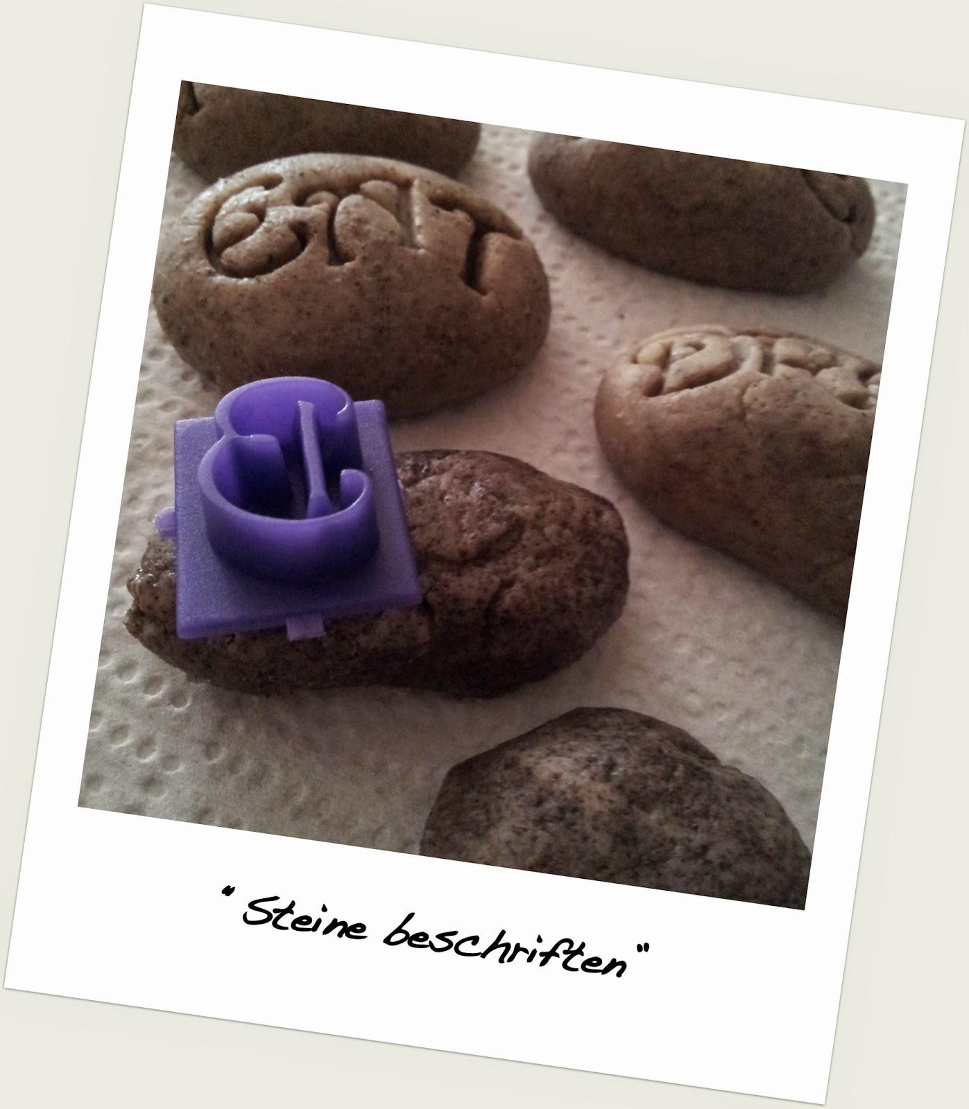steinstempel von essbaren steinen und beschrifteten blumen. Black Bedroom Furniture Sets. Home Design Ideas