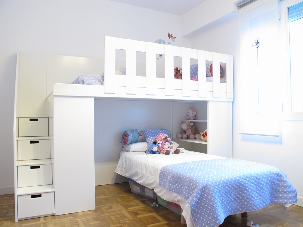 Cama para decorar y aprovechar el espacio en una - Habitacion con literas para ninos ...