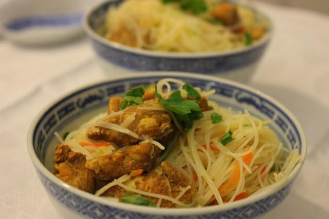 Q.B. - Quanto Basta.: Spaghetti di riso con verdure e pollo saltato