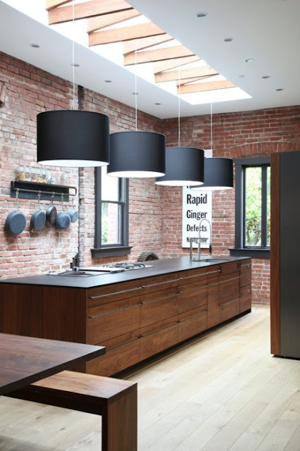 The granite gurus 10 kitchens with exposed brick walls for Exposed brick kitchen ideas
