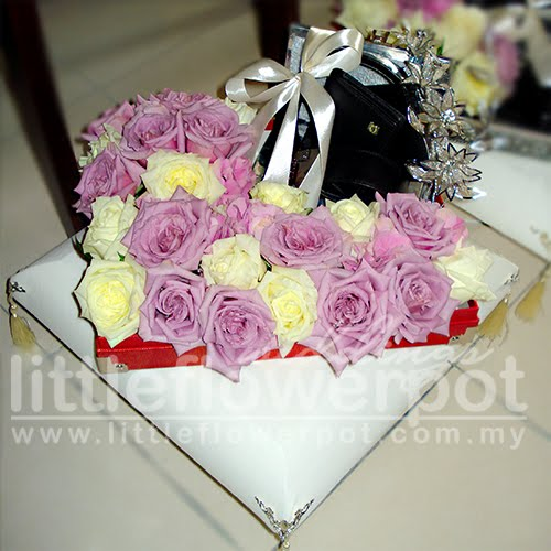 centerpiece cream flower rose wedding