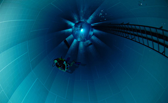 Worlds Deepest Swimming Pool Online News Icon
