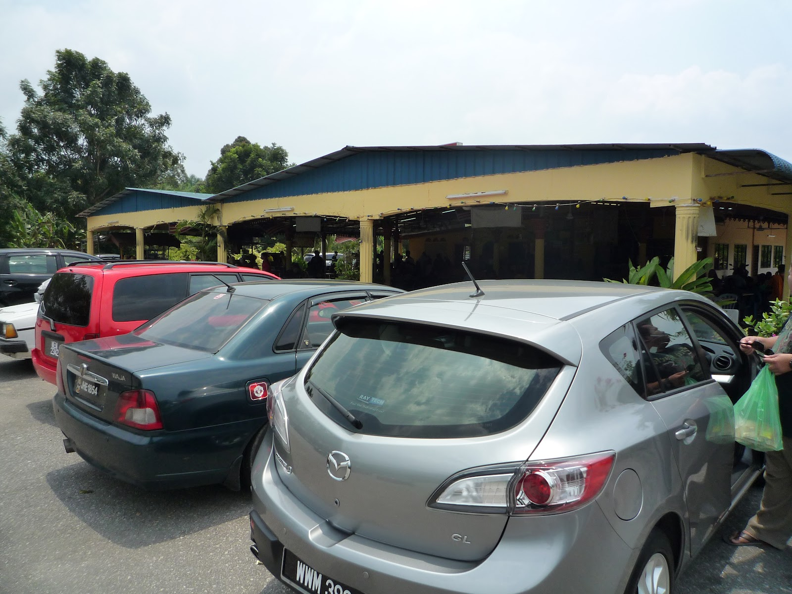 kuala kangsar single personals Meru valley resort is a mixed development within a 500-acre estate  kuala kangsar tours tickets  meru suites has accommodation options to suit singles, .