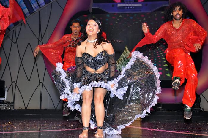 saloni test dance at maa music awards 2012 actress pics