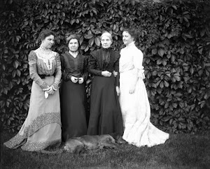 Charlotte Pruyn Hyde with Sisters and Mother
