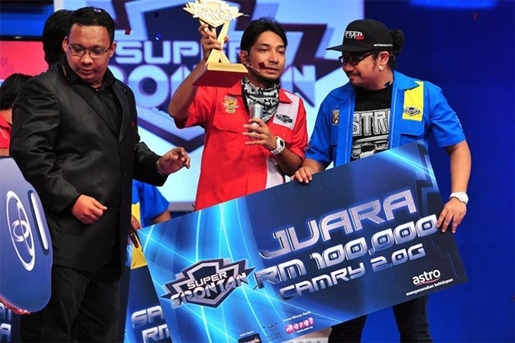 Hujan Juara Versus Dan Zizan Juara Super Spontan