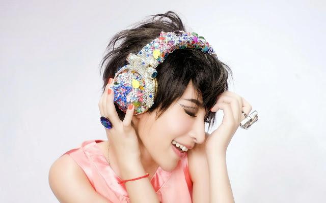 2909-Headphones Asian Girl HD Wallpaperz