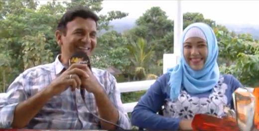 Mark Sungkar dengan Santi Asoka Mala di infotainment