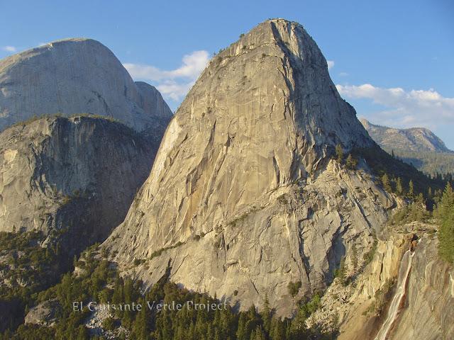 Liberty Cap en Yosemite por El Guisante Verde Project