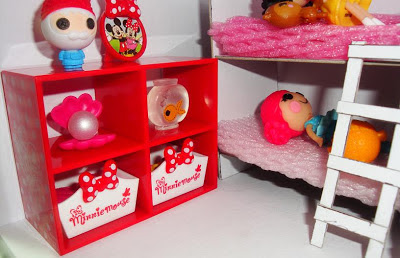 Dollbox, the display shelf