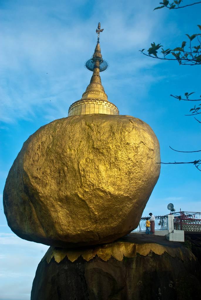 Keajaiban Kyaiktiyo Pagoda Berusia 2500 Tahun!