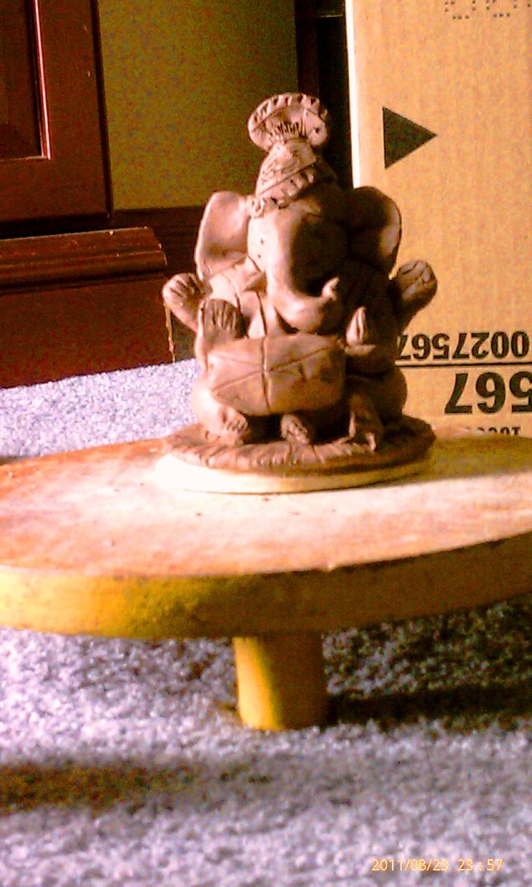 desikalakar: eco friendly clay ganesha murti