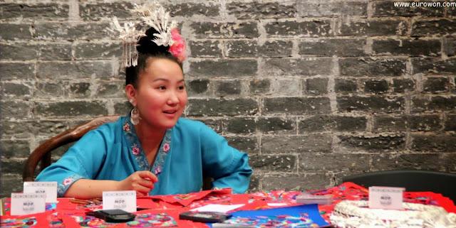 China vestida con traje regional típico de Guizhou