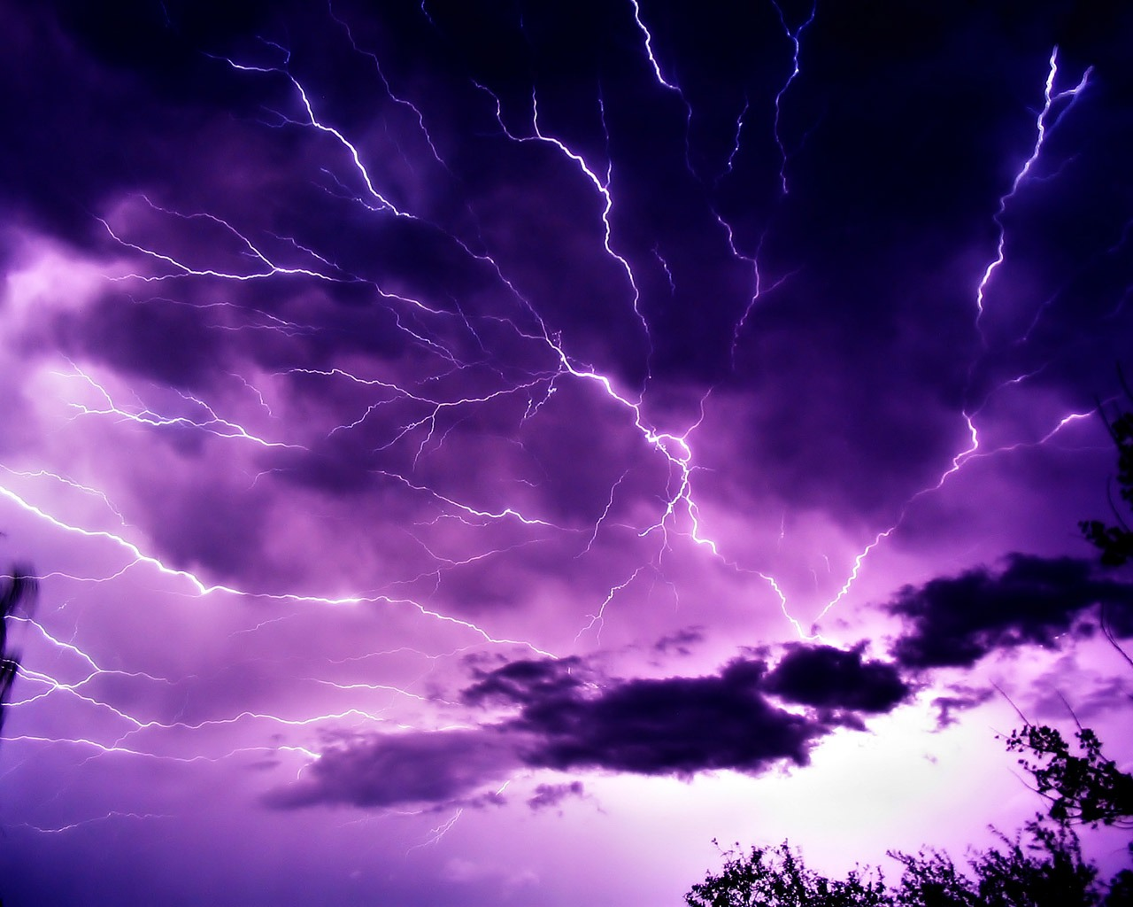 http://4.bp.blogspot.com/-8_J1pBhB2nU/TdOp7JtWTHI/AAAAAAAAEJM/ksWayKYpBwk/s1600/mauve_sky_with_lightning_wallpaper_landscape_nature_wallpaper_1280_1024_1528.jpg