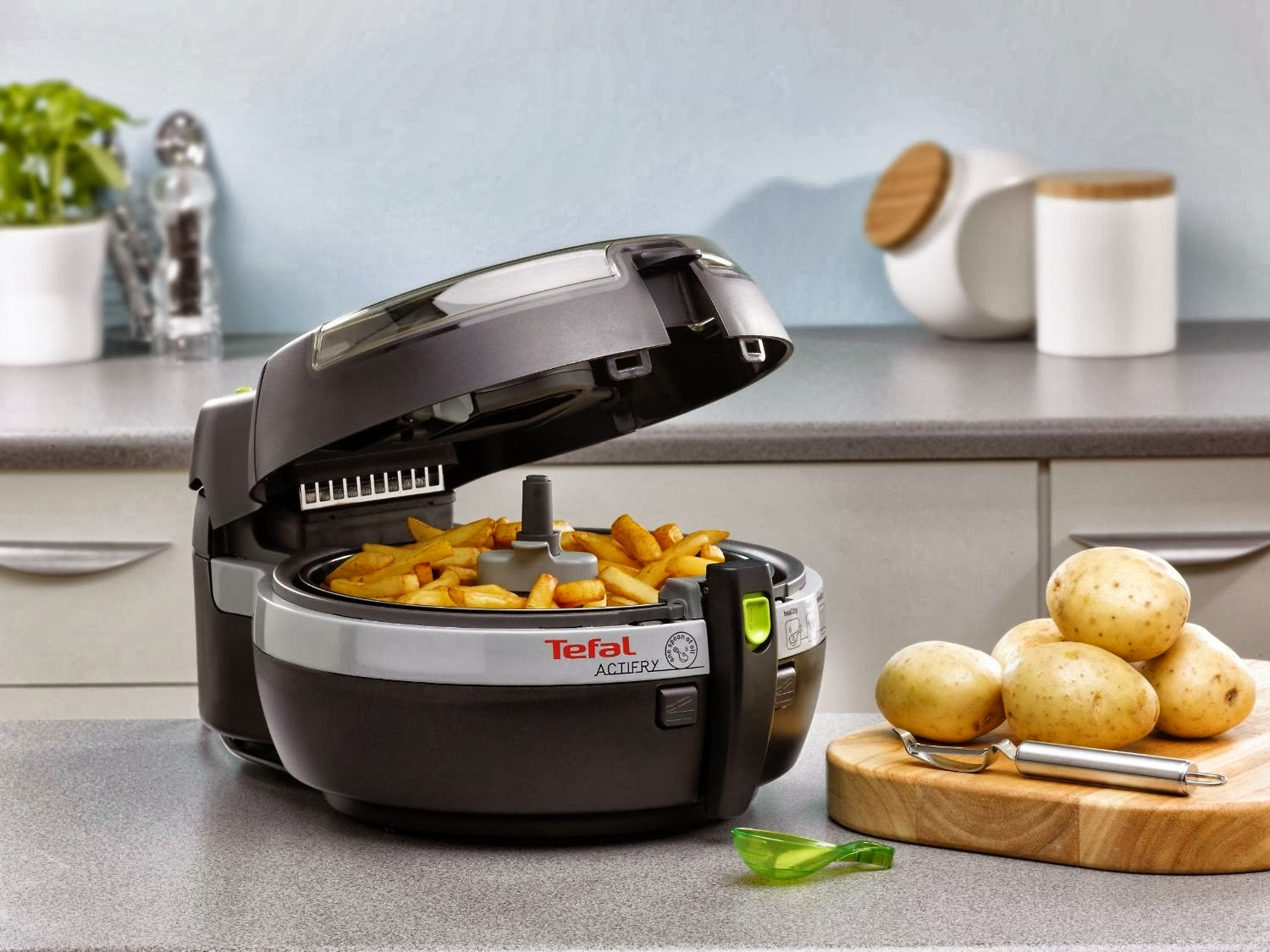 our stories philip airfryer vs tefal actifry. Black Bedroom Furniture Sets. Home Design Ideas