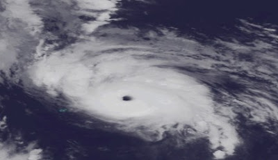 Hurrikan OPHELIA an Bermuda vorbei - jetzt Kategorie 4, major hurricane, Ophelia, Bermudas, Neufundland, Oktober, 2011, Hurrikansaison 2011, aktuell,  Verlauf, Satellitenbild Satellitenbilder, Atlantik,