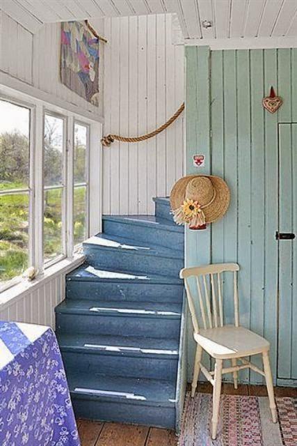 سلالم داخلية للمنازل بتصميمات بحرية
