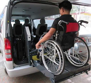 van with hydraulic wheelchair lift