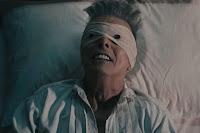 Una immagina tratta dal video ufficiale di Lazarus di David Bowie