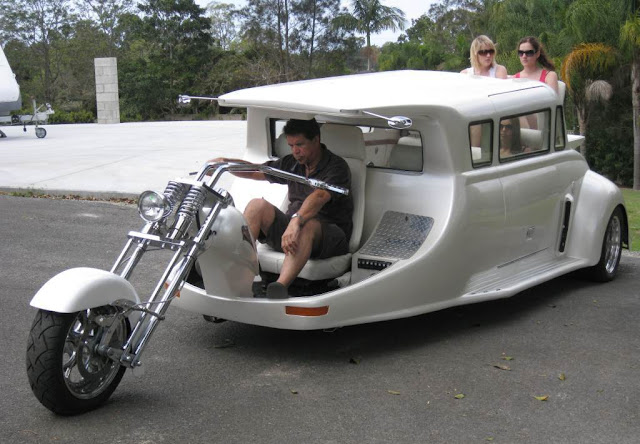 Harley-Davidson Limo : Mix of bike, car and bus - Garage Car