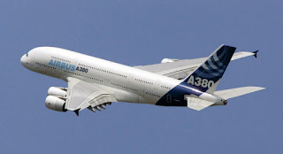 World Of Planes: Boeing 747-8 vs. Airbus A380 -- the airline giants