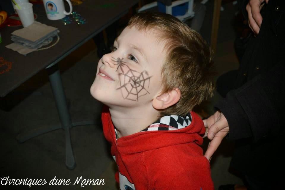 Faire une toile d 39 araign e maquillage images - Maquillage toile d araignee visage ...