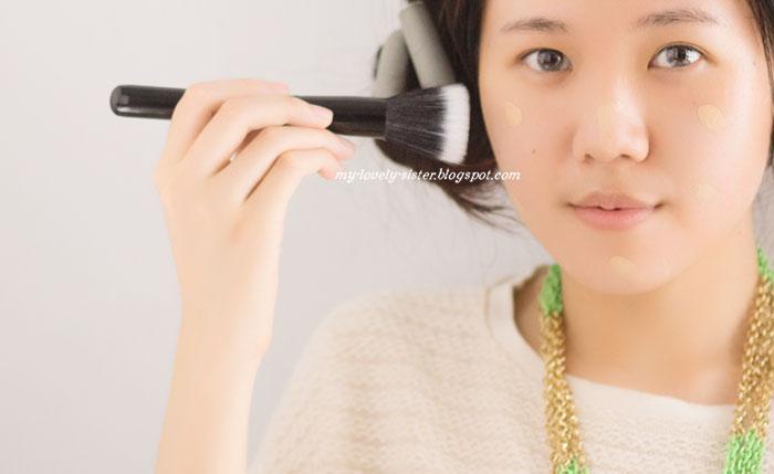 ... review di sini) buat menutupi bagian kantung mata dan highlight wajah