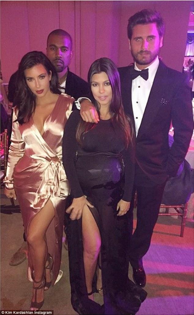 كيم كارداشيان تفوح جاذبية في ثوب حرير مع زوجها كاني ويست بعد حضور حفل زفاف