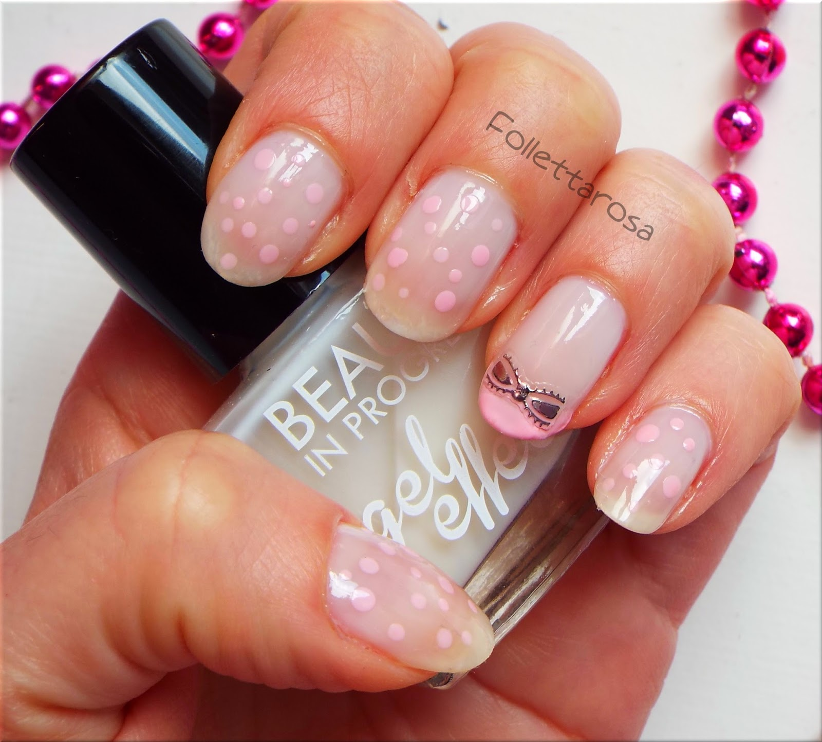 nail art bianca e rosa
